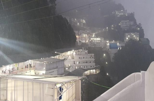 jammu mata vaishno devi helicopter service stopped due to snowfall