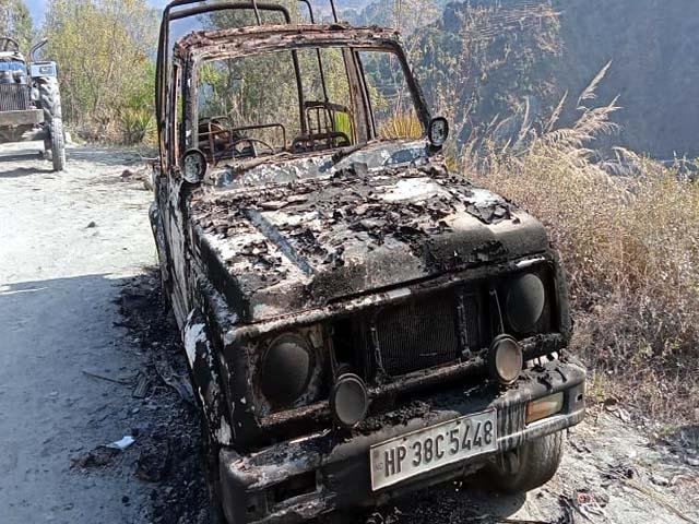 vehicle burnt in sundla