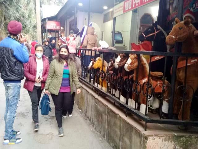 tourists gathered in dalhousie on christmas