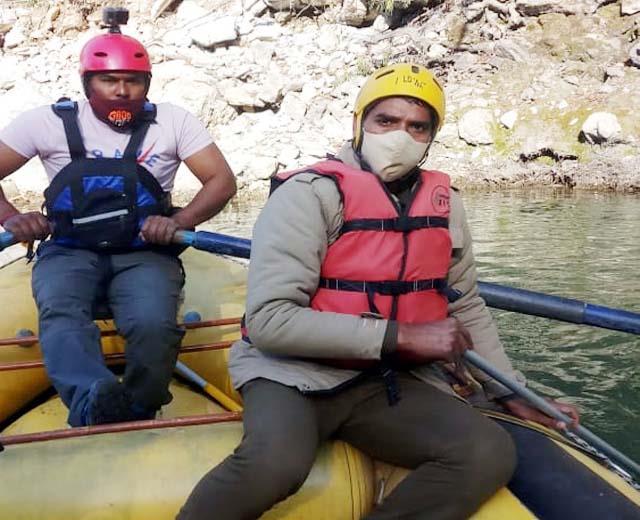 taking selfie had expensive in side of beas river
