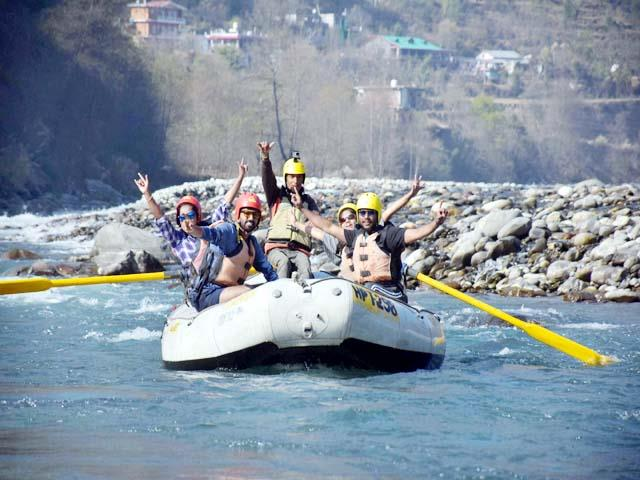 tourist taking enjoy the rafting in beas river