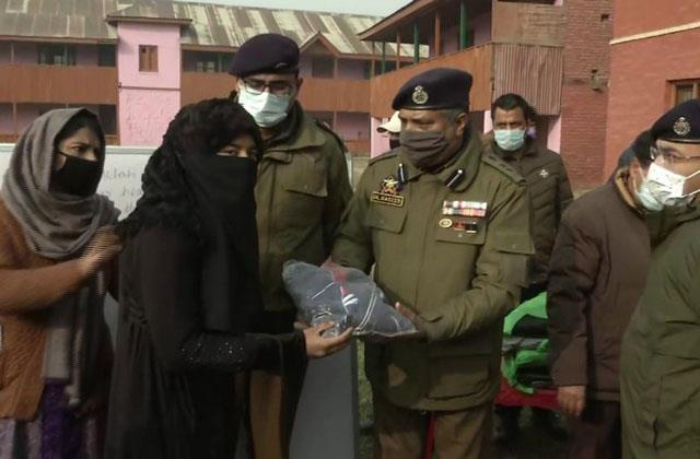 hearing aids distribute among specially abled students in kashmir