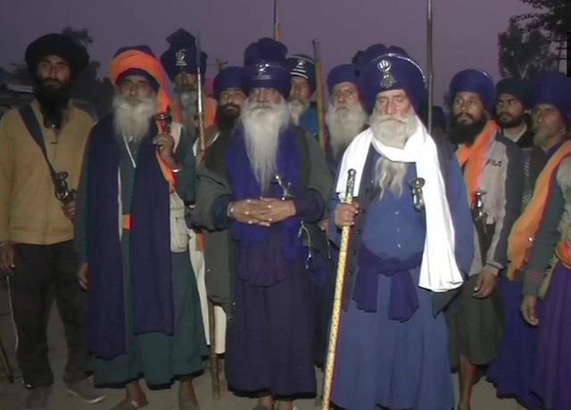nihang sikhs reach singhu border