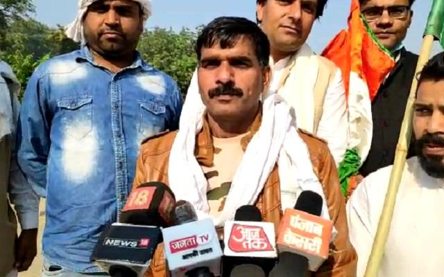 tej bahadur yadav sacked from bsf to support farmers