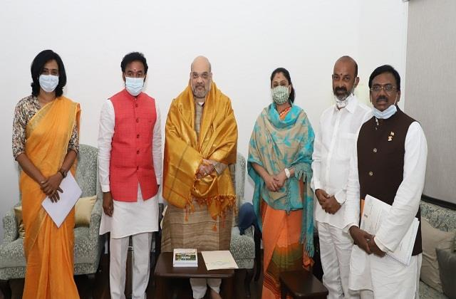 telugu actress vijayashanti meets amit shah will join bjp tomorrow