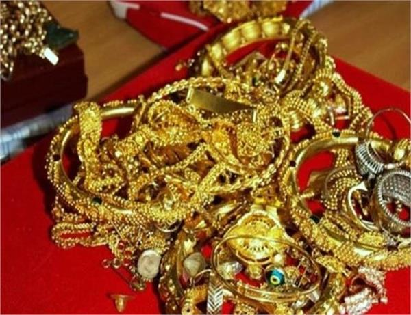 councilor son s 1 5 crore gold grab accused wandering public