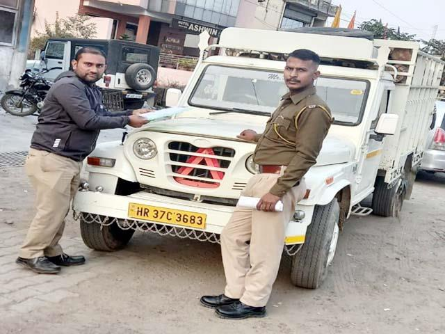 forest department caught jeep full of wood