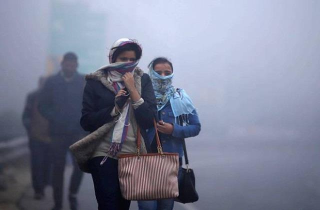 cold wave hit delhi 3 4 degree celsius