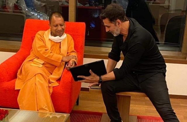 chief minister yogi meets akshay kumar in mumbai