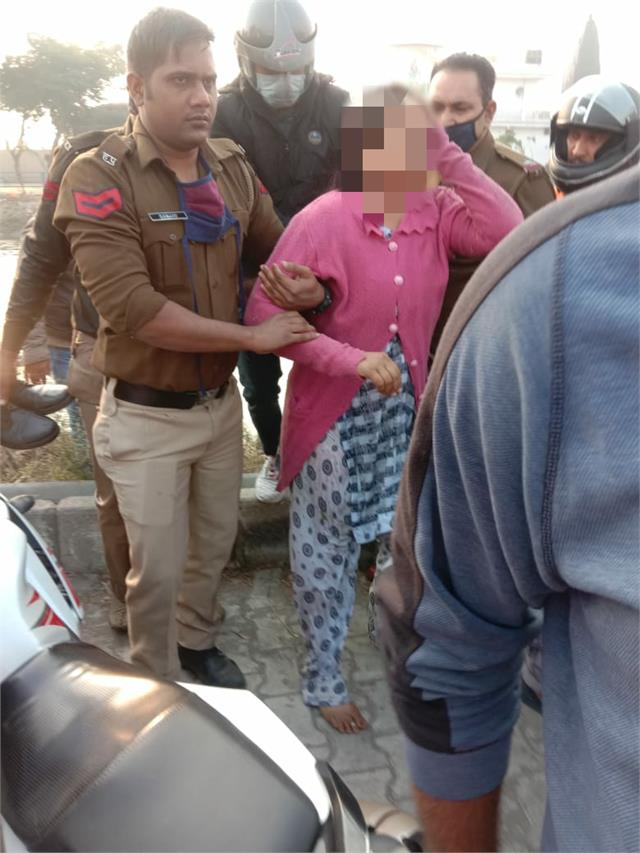 2 police personnel rescued