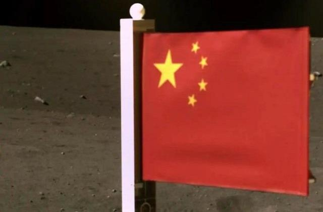 chang e 5 hoisted the chinese flag on the moon