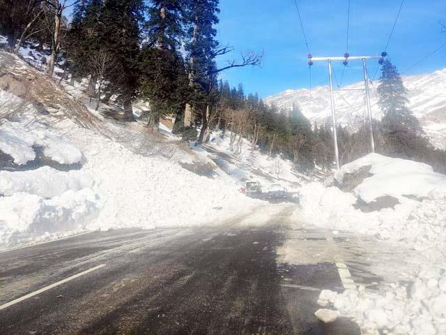 movement between solanganala and atal tunnel under risk of avalanche