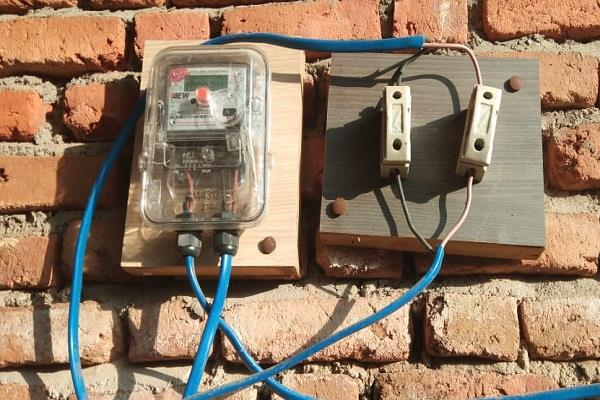people suffer due to high electricity bills and notices of income tax department