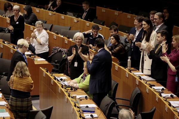 eu parliament approves brexit agreements uk farewell from eu