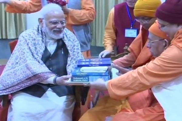 pm modi kolkata belur math swami vivekananda 12 january