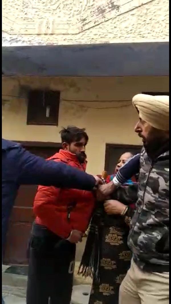attack on police employees for settling quarrel