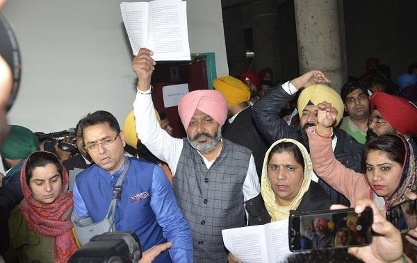 aap mla rages over rejecting proposal to cancel power deal