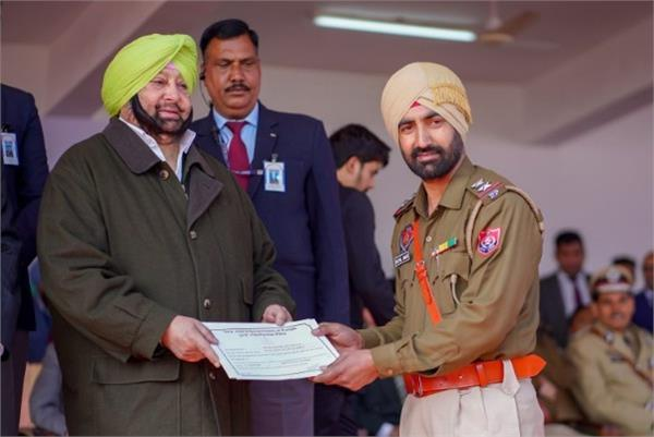 11 police officers honored with  chief minister police medal  on republic day
