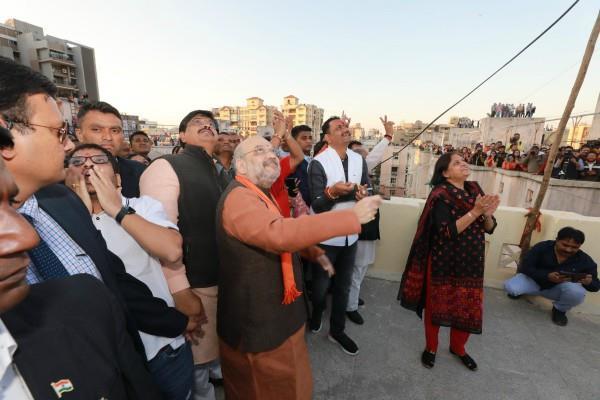 amit shah flew kites in ahmedabad on makar sankranti watch video