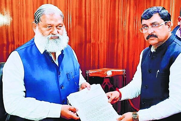 politics balraj kundu submitted complaints against manish grover vij