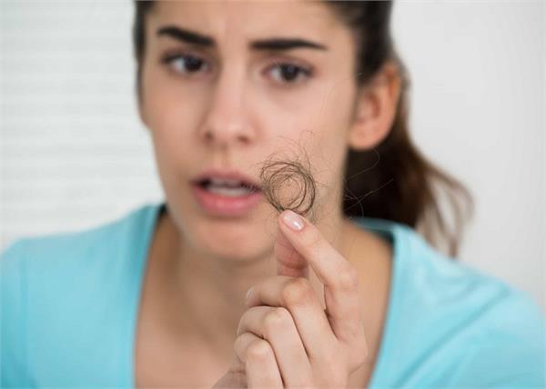 Health Alert! हद से ज्यादा झड़ते बालों का कारण हो सकती हैं ये बीमारियां