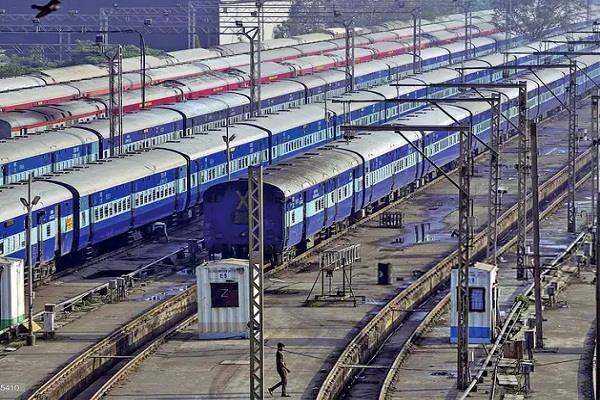 railways lost 400 crores in 3 months