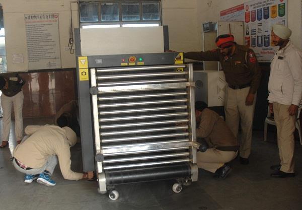 luggage scanning machine shut down at city station