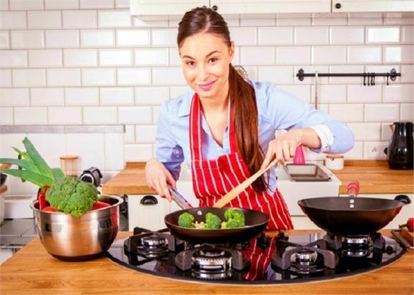 Health Update: जानें, किस बर्तन में खाना खाने से शरीर पर होगा कैसा असर?