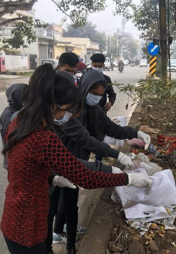 7 college students brightened the city in one day