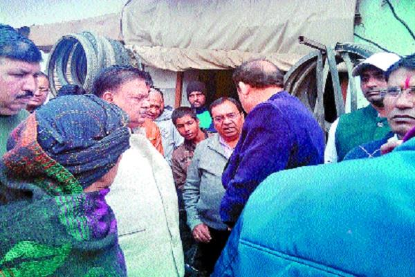 bhiwani chief engineer arrives after mla s complaint inspects outside colonies
