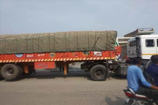 overloading troller rammed into the divider uncontrolled