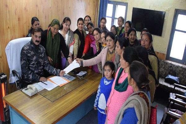 anganwadi worker death case anganwadi workers sent memorandum to chief minister