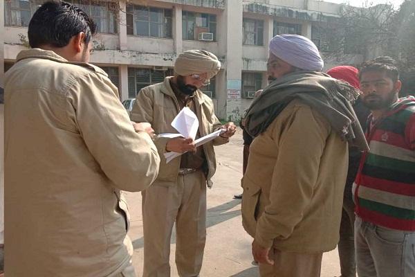 PunjabKesari, One person died, 4 injured in road accident
