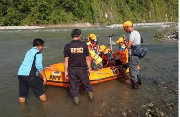 seven killed three missing in indonesia bridge collapse