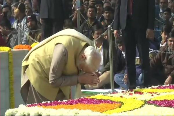 many leaders including pm modi paid tribute to mahatma gandhi