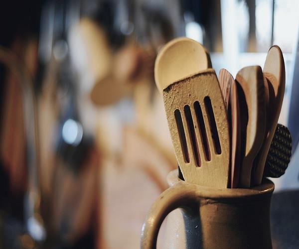रसोई घर में छिपा आपकी खुशियों का राज, रात सोने से पहले जरुर करें यह 1 काम