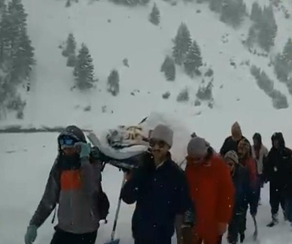 police personnel transported his sick friend from lahaul to manali