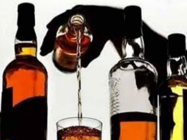 3 liquor contracts sealed for not paying license fee of rs 1 5 crore