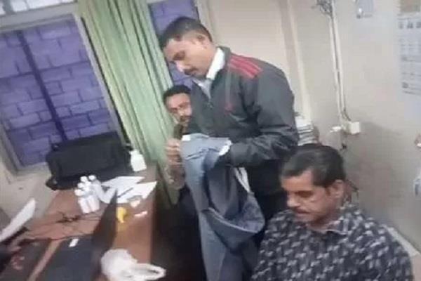 lokayukta team took off the pants of the bribery clerk
