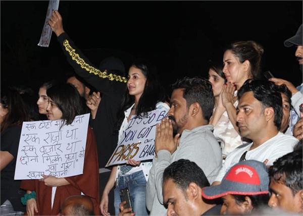 JNU Attack: प्रोटेस्ट में पहुंचे बॉलीवुड सितारे, कहा- 'हम मूर्ख नहीं, सब दिखाई देता है'