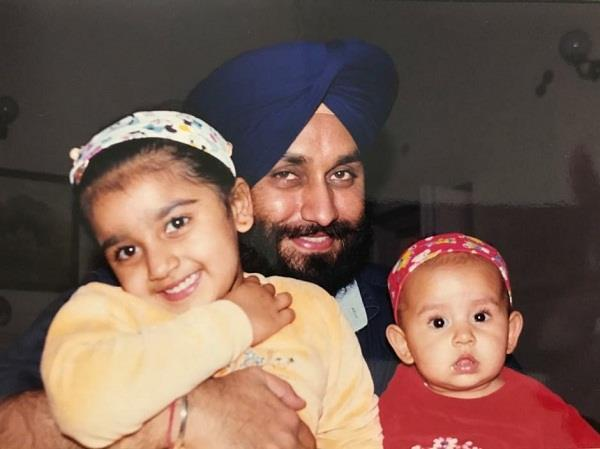 sukhbir badal and harsimrat posted pictures of daughters on social media