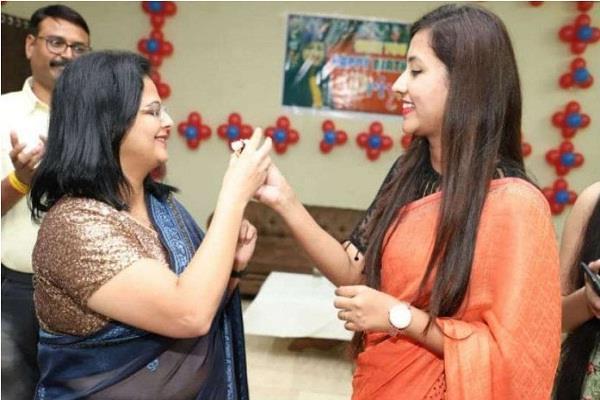 mahila congress honor collector nidhi nivedita sdm women s day