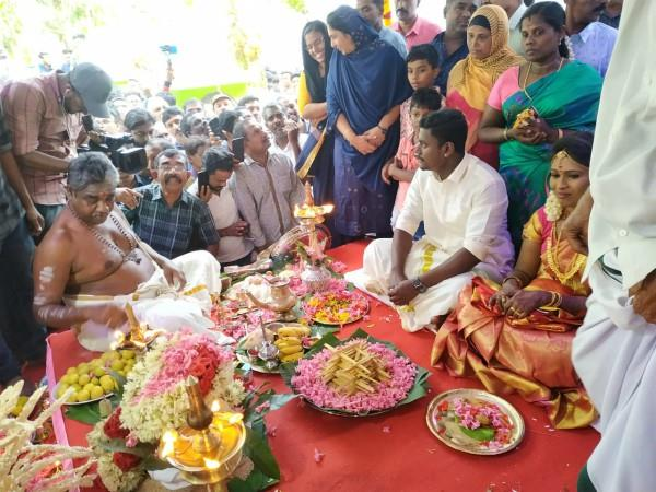hindu couple gets married in mosque with chanting
