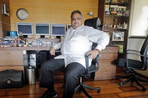 billionaire investor rakesh jhunjhunwala trapped in insider trading