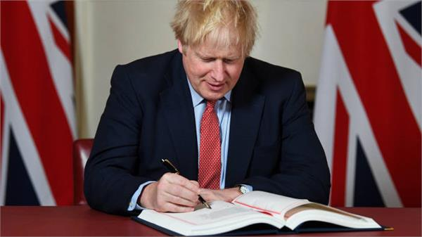 brexit boris johnson signs withdrawal agreement