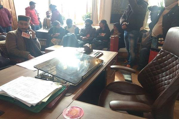 mayor s office besieged for not seeing bhagat singh s