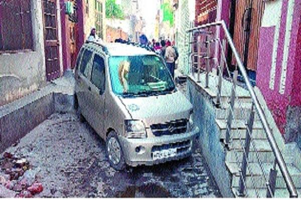 the stolen car crashed into the wall the thief managed to escape