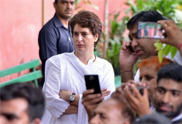 bjp is constantly harassing hardik patel priyanka gandhi