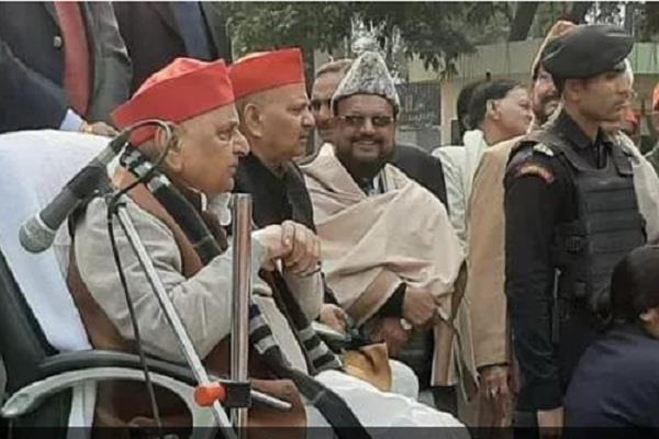 said mulayam  today is the day to take a resolution against injustice