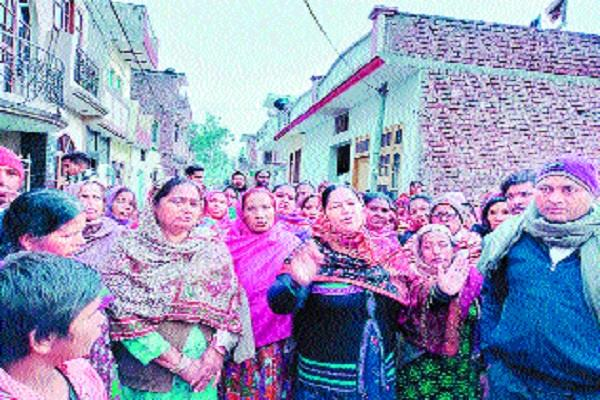 villagers open front against sale of illegal liquor